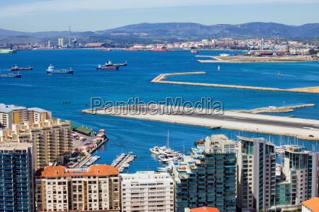 stadt von gibraltar bay und airport