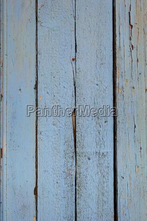 altes holzbrett blau lackiert