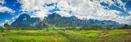 schoene laendliche landschaft vang vieng laos