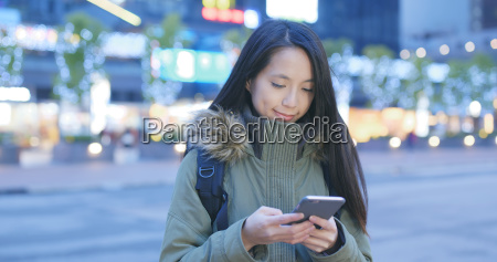 woman use of cellphone in city