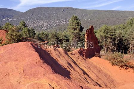 rote landschaft gegraben von sechs generationen