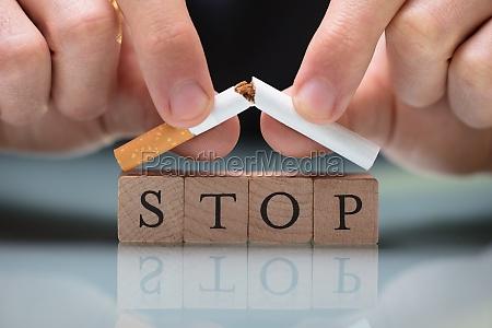 person die das rauchen aufgibt