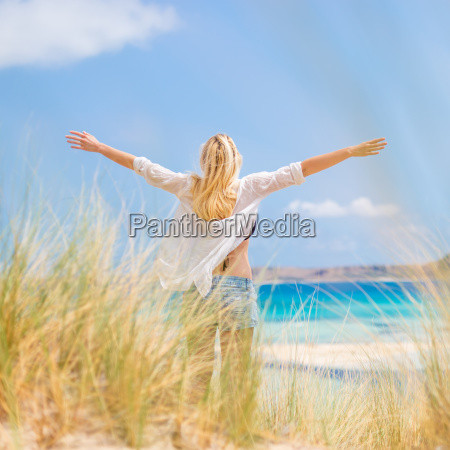 free happy woman enjoying sun on