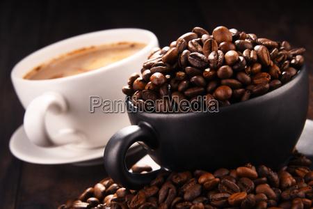 zusammensetzung mit zwei tassen kaffee und