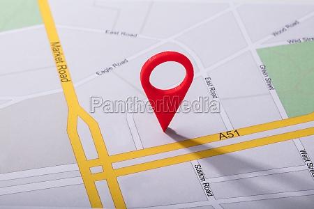navigationskarte mit rotem pin pointer