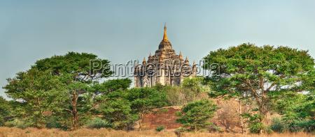 thatbyinnyu temple in bagan panorama