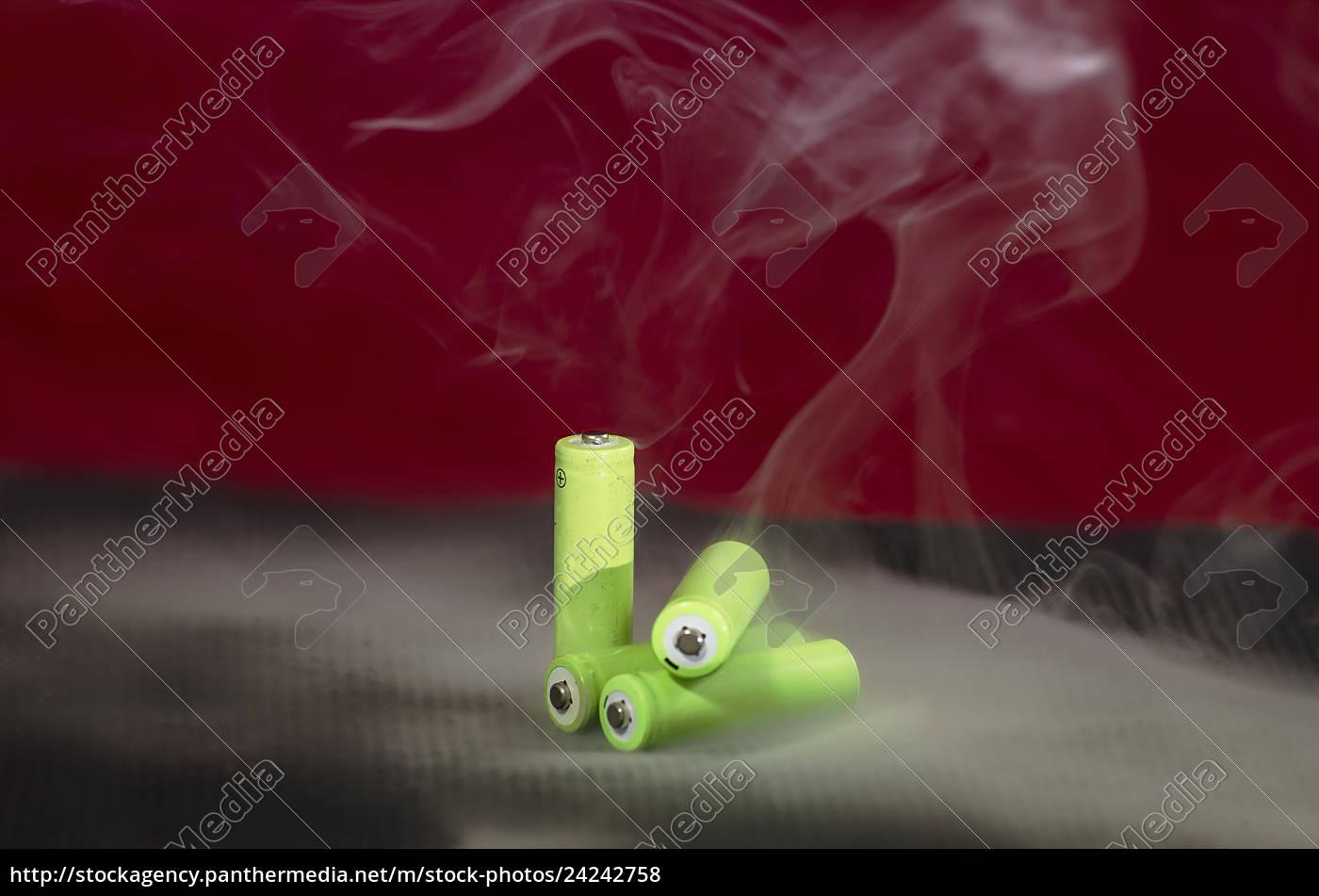 aufladbare, batterien, mit, rauch - 24242758