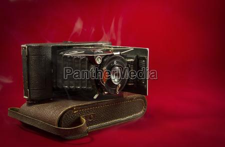 nostalgische, balgenkamera, auf, der, kameratasche - 24242742