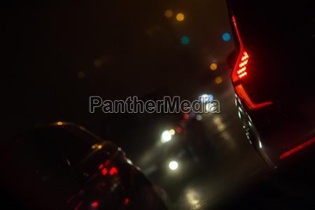 abend nachtstadtautoverkehr autos auf