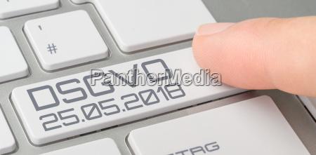 tastatur mit beschrifteter taste dsgvo