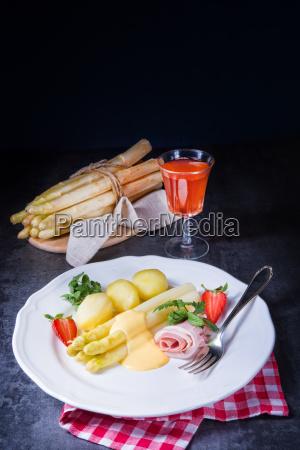 asparagus with boiled ham and hollandaise