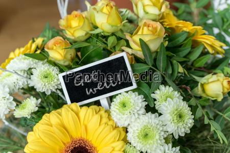 bouquet, von, gelben, und, weißen, rosen, gerbera, chrysanthemen - 24272258