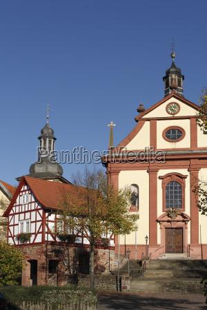 torhaus und kirche in burghaun