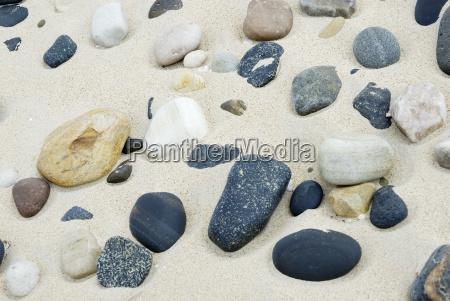 abgeschliffene steine vulkanischen und sedimentaren ursprungs