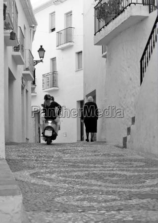 in einer kleinen gasse in andalusien