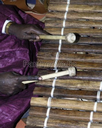 traditionelles musikinstrument xylophon balo