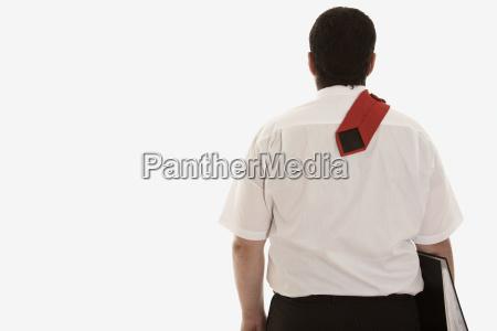 geschaftsmann mit akte die krawatte uber