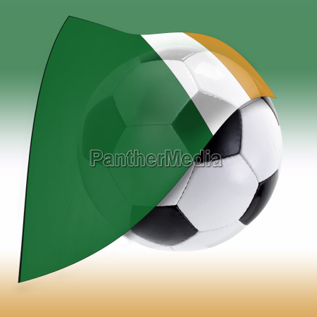 fussball mit elfenbeinkusteflagge