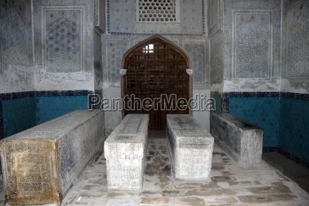 vier graber im mausoleum kok