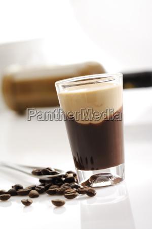 glas mit irish cream coffee