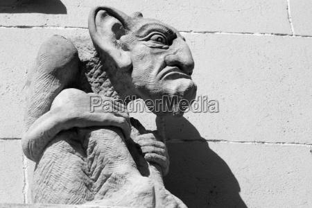 statue eines bosewichtes