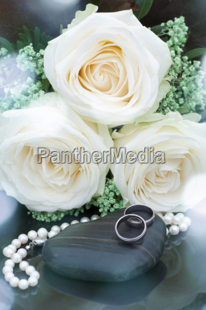 wedding jewelry with white roses