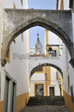 arch over an alley evora unesco