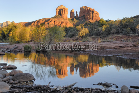 cathedral rock is reflected in oak