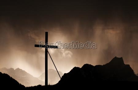 gewitter in den schweizer alpen am