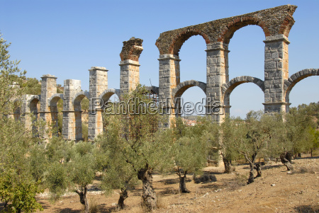 archaologie langer doppelbogiger aquadukt aus