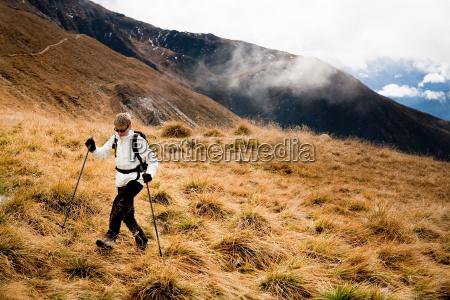 woman hiking at the drei zinnen