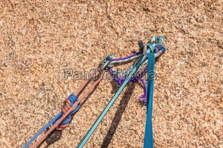 standplatzsicherung beim klettern im granit