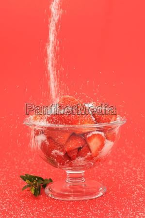 frische erdbeeren mit zucker