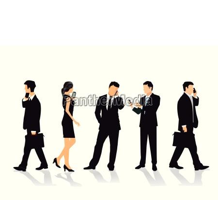 gruppe von personen mit mobiltelefon