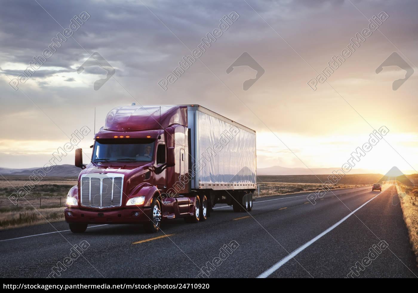 3/4, frontansicht, eines, lastwagens, auf, der - 24710920