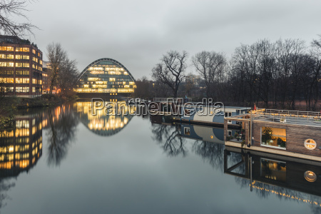 deutschland hamburg hochwasserbassin mit hausbooten berliner