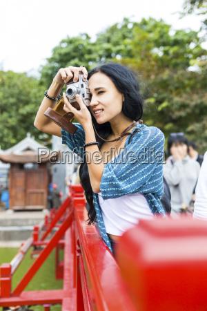vietnam hanoi junge frau die ein