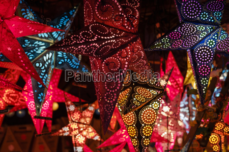 deutschland bayern augsburg christkindlmarkt leuchtende sterne