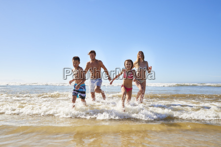 familie auf sommer strand ferien lassen