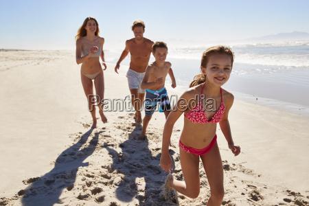 familie auf den sommerferien die zusammen