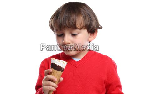 junge kind eis schlecken essen sommer