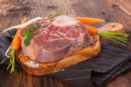 rohes fleisch und gemuese