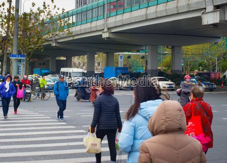 menschen auf zebra shanghai china