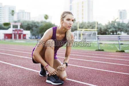 sport lebensstil weiblich wohlfuehlen outdoor freiluft