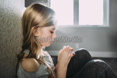 lebensstil weiblich fenster luke glasfenster fensterscheibe