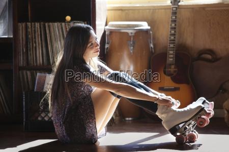 frau sport musikinstrumente lebensstil weiblich sonnenlicht