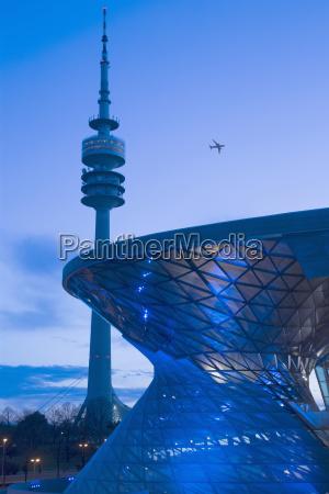 blick auf den communications tower und