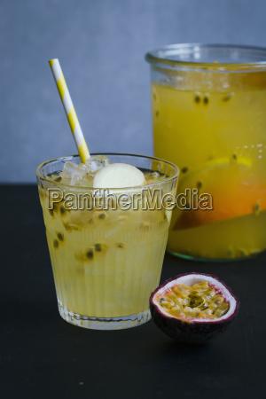 glas becher trinkgefaess kelch tasse gesundheit