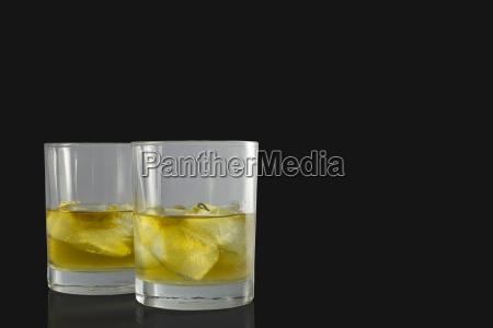 zwei glaeser whiskey