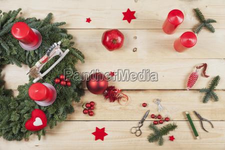 adventkranz dekorationsgegenstaende selbstgemachter adventskranz mit echtem